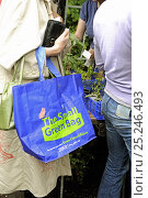 Купить «The Small Green Bag, reusable shopping bag from Tesco held by woman in queue at plant sale, London UK», фото № 25246493, снято 20 ноября 2019 г. (c) Nature Picture Library / Фотобанк Лори