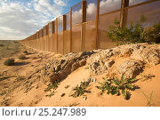 Купить «Border wall established to divide USA from Mexico, near Sonoyta, Sonora, northwestern Mexico.», фото № 25247989, снято 23 мая 2018 г. (c) Nature Picture Library / Фотобанк Лори