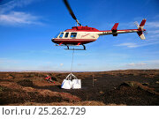 Купить «Helicopter dropping load of heather brash onto moorland. The heather provides a seed source from which to regenerate peat landscape, Kinder Scout NNR,...», фото № 25262729, снято 23 апреля 2018 г. (c) Nature Picture Library / Фотобанк Лори
