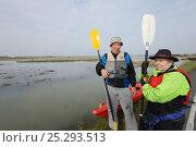 Купить «Participants in a Kayak event to canoe around Wallasea Island organised by the RSPB and Burnham-on-Sea Yacht Club. Essex, UK, January 2011», фото № 25293513, снято 19 июля 2018 г. (c) Nature Picture Library / Фотобанк Лори
