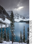 Купить «Morraine Lake, in the Valley of the Ten Peaks, after recent snowfall, Banff National Park, Alberta, Canada. October 2009», фото № 25338505, снято 31 мая 2020 г. (c) Nature Picture Library / Фотобанк Лори