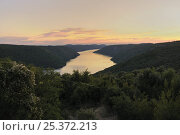 """Lim Canal (Lim fjord / Limski kanal), Pazincica River estuary, Croatia at sunset. The canal is not a glacial fjord, but a """"ria"""" formed by river erosion of land (limestone rock here). Стоковое фото, фотограф Nick Upton / Nature Picture Library / Фотобанк Лори"""