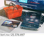 Купить «Mobile phone, shopping basket and credit card on laptop keyboard. Online shopping concept.», фото № 25376897, снято 1 февраля 2019 г. (c) Maksym Yemelyanov / Фотобанк Лори
