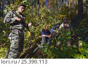 Купить «Siberian tiger anti-poaching patrol with arrested poachers (with secret police for extra protection), 600 miles north of Vladivostok, Primorksy, Russian Far East, October 2005», фото № 25390113, снято 24 мая 2018 г. (c) Nature Picture Library / Фотобанк Лори