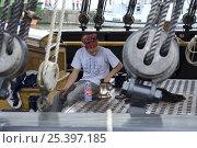 "Купить «Crew member of ""Kaskelot"" tall ship polishing the ship's bell, Bristol Harbour Festival, August 2008», фото № 25397185, снято 13 ноября 2019 г. (c) Nature Picture Library / Фотобанк Лори"
