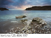 Sunset over the circular bay at Lulworth Cove in Dorset, England. Jurassic Coast World Heritage Site. Стоковое фото, фотограф Adam Burton / Nature Picture Library / Фотобанк Лори
