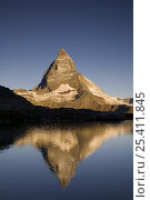 Купить «The Matterhorn (4478m) with reflection in Lake Riffelsee, Switzerland», фото № 25411845, снято 18 декабря 2018 г. (c) Nature Picture Library / Фотобанк Лори