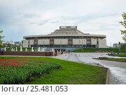 Купить «Ивановский государственный театральный комплекс», фото № 25481053, снято 7 мая 2012 г. (c) Бурмистрова Ирина / Фотобанк Лори