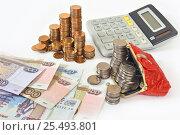 Купить «Российские деньги, кошелёк и калькулятор», эксклюзивное фото № 25493801, снято 11 февраля 2017 г. (c) Юрий Морозов / Фотобанк Лори