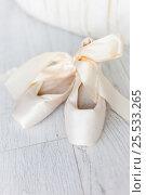 Купить «Pointe shoes», фото № 25533265, снято 3 июня 2014 г. (c) Алена Роот / Фотобанк Лори