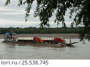 Купить «Oil barge transporting trucks on the Napo River. Yasuni National Park, Amazon Rainforest Ecuador.», фото № 25538745, снято 20 мая 2019 г. (c) Nature Picture Library / Фотобанк Лори