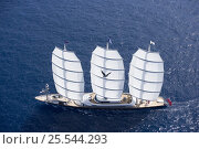"""Купить «Aerial view of """"The Maltese Falcon"""" designed by Dijkstra and Perini Novi, length 88m sailing upwind. The Superyacht Cup, Palma de Mallorca, June 2007.», фото № 25544293, снято 19 января 2020 г. (c) Nature Picture Library / Фотобанк Лори"""