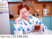 Купить «У молодой домохозяйки разболелась голова (migraine)», фото № 25548433, снято 8 февраля 2017 г. (c) Глазков Владимир / Фотобанк Лори