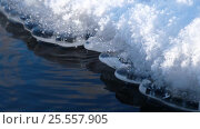 Купить «Icicles and snow on the bank of river in winter», видеоролик № 25557905, снято 1 февраля 2017 г. (c) Serg Zastavkin / Фотобанк Лори