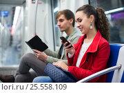 Купить «Happy people reading smartphone and e-book», фото № 25558109, снято 24 июня 2019 г. (c) Яков Филимонов / Фотобанк Лори
