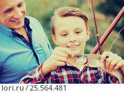 Купить «Family with catched fish», фото № 25564481, снято 23 февраля 2018 г. (c) Яков Филимонов / Фотобанк Лори