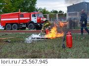 Купить «Соревнования по пожарному многоборью, пожарная эстафета с тушением горящей жидкости», фото № 25567945, снято 10 сентября 2016 г. (c) Геннадий Соловьев / Фотобанк Лори
