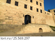 Купить «Naryn-Kala fortress gate. Khan's chancery in Derbent», фото № 25569297, снято 9 сентября 2016 г. (c) Elena Odareeva / Фотобанк Лори