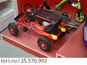 Купить «Детский игрушечный автомобиль с педалями», эксклюзивное фото № 25570993, снято 16 февраля 2017 г. (c) Юрий Морозов / Фотобанк Лори