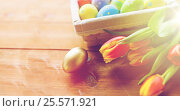 Купить «close up of colored easter eggs and flowers», фото № 25571921, снято 27 января 2016 г. (c) Syda Productions / Фотобанк Лори
