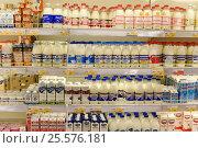 Купить «Молочные продукты на полках супермаркета», эксклюзивное фото № 25576181, снято 16 февраля 2017 г. (c) Юрий Морозов / Фотобанк Лори