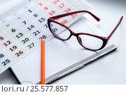 Business still-life, recording ideas, glasses, calendar and notes. Стоковое фото, фотограф Катерина Белякина / Фотобанк Лори
