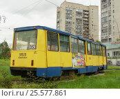 Купить «Трамвай 71-605 № 353 на Амурском бульваре в Хабаровске», фото № 25577861, снято 22 августа 2012 г. (c) Дмитрий Гаврилюк / Фотобанк Лори