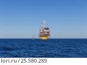 Купить «Платформа Perdido компании Shell в Мексиканском заливе в солнечную погоду, панорама», эксклюзивное фото № 25580289, снято 6 декабря 2016 г. (c) Алексей Шматков / Фотобанк Лори