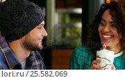 Couple having smoothie in pub. Стоковое видео, агентство Wavebreak Media / Фотобанк Лори