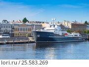 Купить «Санкт-Петербург, яхта-ледокол Legend стоит у Английской набережной», фото № 25583269, снято 19 июля 2016 г. (c) Сергей Дубров / Фотобанк Лори