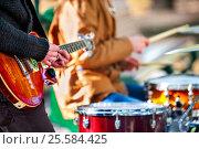 Купить «Festival music band. Friends playing on percussion instruments city park.», фото № 25584425, снято 8 октября 2015 г. (c) Gennadiy Poznyakov / Фотобанк Лори