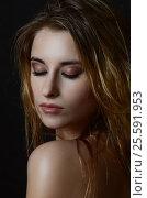 Beautiful face of young adult woman with clean fresh skin and wet hair, фото № 25591953, снято 25 декабря 2015 г. (c) Воронин Владимир Сергеевич / Фотобанк Лори