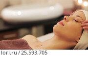 Купить «woman having face and head massage at spa», видеоролик № 25593705, снято 28 января 2017 г. (c) Syda Productions / Фотобанк Лори