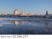 Купить «Pskov Kremlin in the winter in the first rays of the sun», фото № 25596277, снято 6 января 2017 г. (c) Анна Костенко / Фотобанк Лори