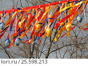 "Moscow, Russia - April 23, 2016: Colorful Easter eggs hanging on ribbons at the festival ""Moscow spring"" in Moscow. Редакционное фото, фотограф Юлия Олейник / Фотобанк Лори"