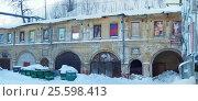 Заброшенное здание превращено в арт-объект (2017 год). Редакционное фото, фотограф Ельцов Владимир / Фотобанк Лори