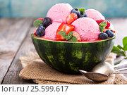 Купить «Berry ice cream in a watermelon bowl», фото № 25599617, снято 8 марта 2016 г. (c) Елена Веселова / Фотобанк Лори