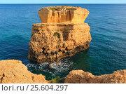 Купить «Limestone cliff near shore (Algarve, Portugal).», фото № 25604297, снято 22 мая 2016 г. (c) Юрий Брыкайло / Фотобанк Лори