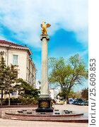 Купить «Griffin sculpture on a pedestal», фото № 25609853, снято 12 апреля 2016 г. (c) Андрей Зык / Фотобанк Лори
