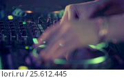 Купить «Dj in a nightclub», видеоролик № 25612445, снято 21 января 2020 г. (c) Raev Denis / Фотобанк Лори