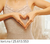 Woman show heart hands. Стоковое фото, фотограф Наталия Скоморохова / Фотобанк Лори
