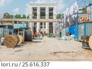 Купить «Капитальный ремонт павильона № 36 на ВДНХ», эксклюзивное фото № 25616337, снято 30 июля 2016 г. (c) Владимир Князев / Фотобанк Лори