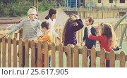 Купить «kids playing at Dead man in street», фото № 25617905, снято 7 июля 2020 г. (c) Яков Филимонов / Фотобанк Лори