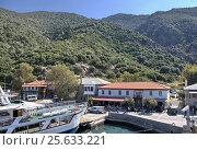 Пристань Дафни на святой горе Афон, Греция (2010 год). Редакционное фото, фотограф Николай Гусев / Фотобанк Лори