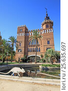 BARCELONA, CATALONIA, SPAIN - AUGUST 31, 2012: Castel dels Tres Dragons in Parc de la Ciutadella. Barcelona, Catalonia, Spain. Редакционное фото, фотограф Шилер Анастасия / Фотобанк Лори