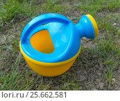Детская игрушечная лейка. Стоковое фото, фотограф Краснова Ирина / Фотобанк Лори