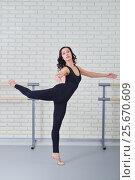 Купить «Beautiful woman in black bodysuit dancing ballet at studio», фото № 25670609, снято 27 марта 2019 г. (c) Сергей Дорошенко / Фотобанк Лори
