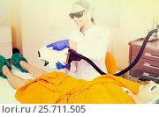 Female visitor having leg hair removed. Стоковое фото, фотограф Яков Филимонов / Фотобанк Лори