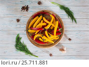 Red and yellow chili pepper, allspice, black pepper and garlic on a wooden board, on a wooden light background. Стоковое фото, фотограф Татьяна Дубчук / Фотобанк Лори