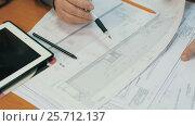 Купить «Working with Drawings Of Constructions», видеоролик № 25712137, снято 2 марта 2017 г. (c) Илья Шаматура / Фотобанк Лори